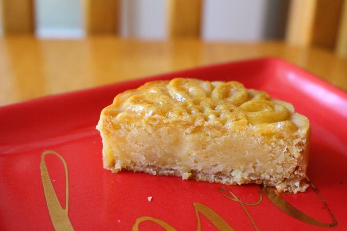 half-moon-cake